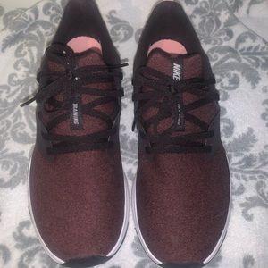Women's Nike tennis shoes BURGUNDY/pink
